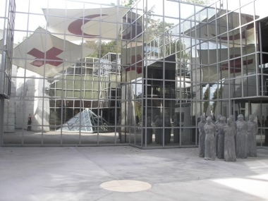 red-cross-museum-entrance