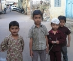 children-in-mysore-streets